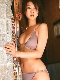 Aki Hoshino with big chest and sexy tummy enjoys summer sun
